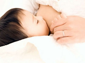 Sữa mẹ làm giảm nguy cơ bị hen suyễn ở trẻ nhỏ