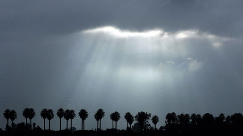 Tia laser có thể tạo ra mưa theo yêu cầu