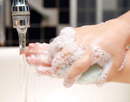 Nên rửa tay sau khi ra quyết định