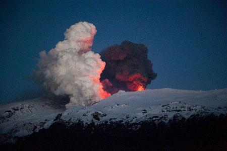 Núi lửa Iceland lại đe dọa hàng không châu Âu