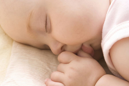 Trẻ sơ sinh học cả trong giấc ngủ