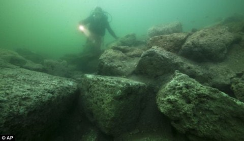 Khai quật tài sản của Nữ hoàng Cleopatra dưới đại dương