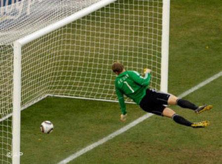 FIFA cân nhắc sử dụng công nghệ hỗ trợ trọng tài