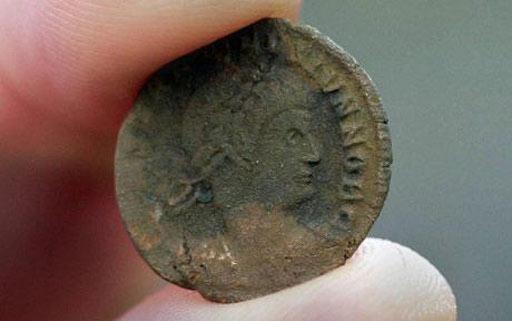 Phát hiện kho tiền cổ lớn nhất ở Anh