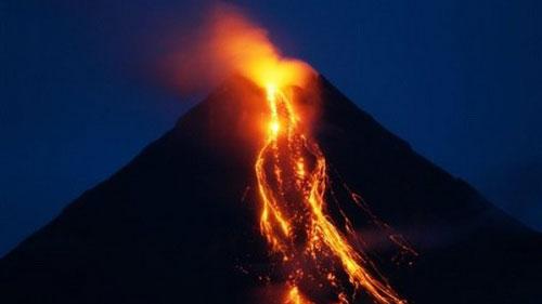 Núi lửa Sinabung lại phun trào dữ dội