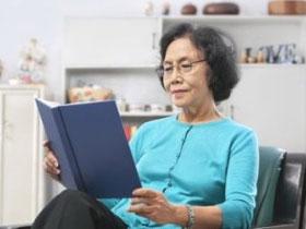 Đọc sách giúp ngăn ngừa mắc chứng mất trí nhớ