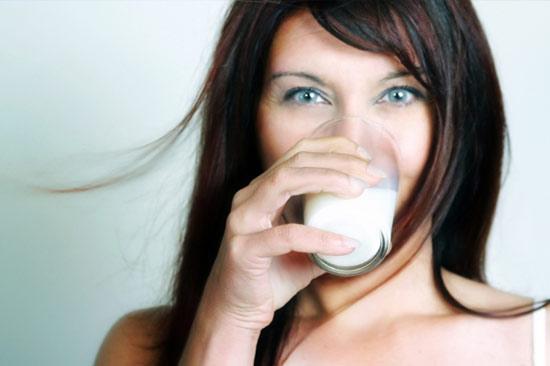 Uống sữa hợp lý giúp kiểm soát trọng lượng cơ thể