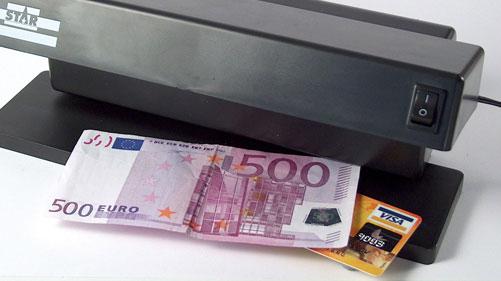 Gắn mạch điện tử vào tiền để chống tiền giả