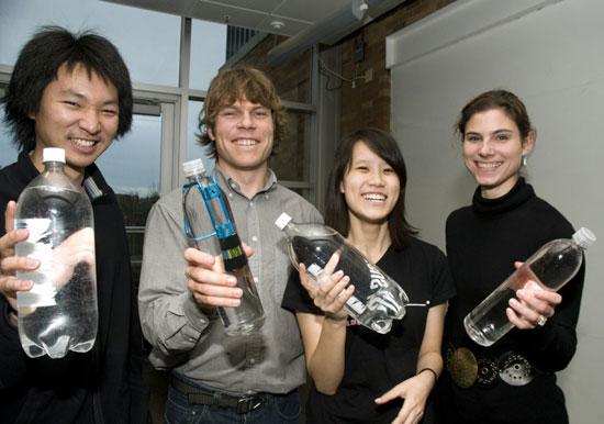 Công cụ đơn giản đo độ an toàn của nước uống