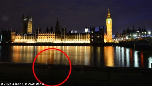 Bóng ma xuất hiện ở London đêm chào năm mới