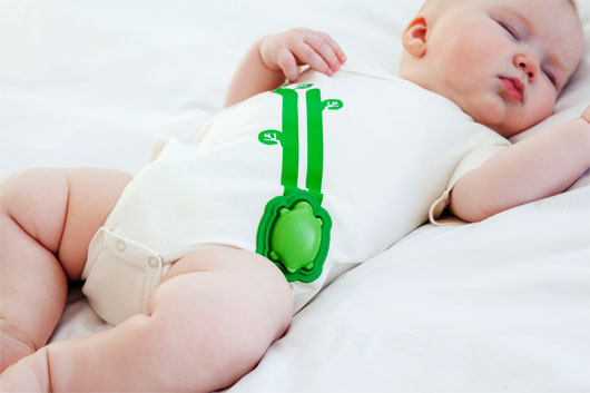 Dùng điện thoại theo dõi sức khỏe trẻ sơ sinh