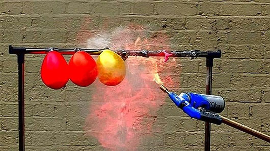 Những chùm bóng bay vô hại nhưng trong điều kiện đặc biệt lại đột nhiên phát nổ.