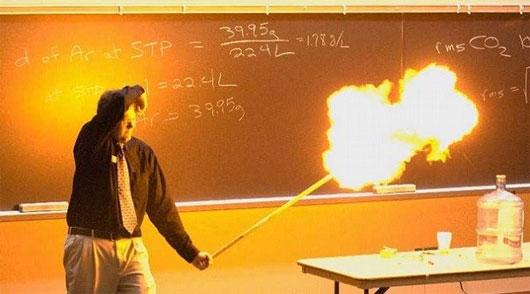 Hiện tượng nổ tương tự cũng có thể xảy ra với bóng bay được bơm khí acetylene