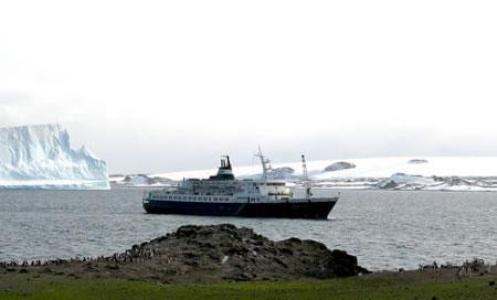 Anh báo động hiểm họa từ tàu ma Nga