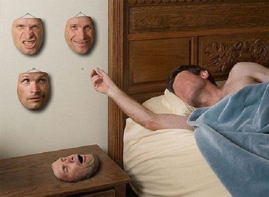 Trong số các biểu hiện trên khuôn mặt, hạnh phúc và nỗi buồn là được thể hiện rõ ràng.
