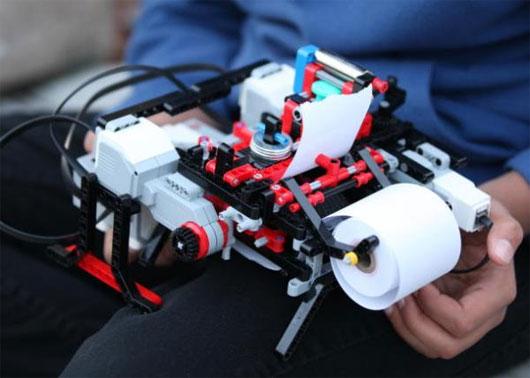 Cậu bé 12 tuổi phát minh máy in từ Lego