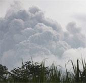 Indonesia: Núi lửa phun trào như hàng nghìn quả bom phát nổ