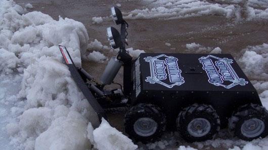 Dọn tuyết với robot điều khiển từ xa