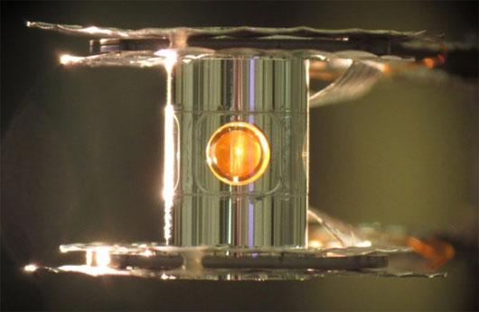 Điều khiển phản ứng nhiệt hạch bằng laser