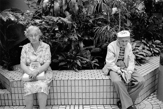 Ngồi quá lâu ảnh hưởng đến sức khỏe của người già