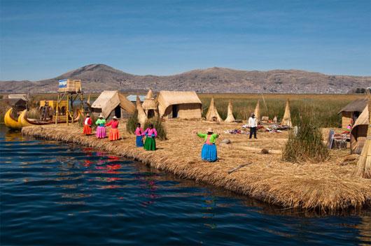 Quần đảo nổi trên hồ Titicaca – Peru