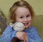 Bé gái 4 tuổi nghiện ăn vải