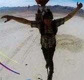 Video: Đi trên dây ở độ cao 1200m không dùng dây bảo hộ