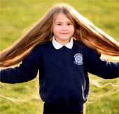 Cô bé mắc bệnh lạ khiến tóc mọc dài như Rapunzel