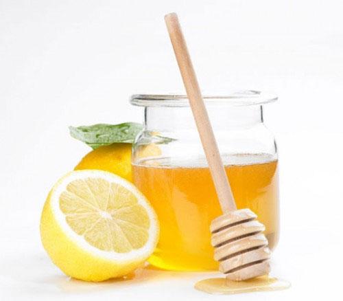 Nước ấm, mật ong và chanh là hỗn hợp thức uống tuyệt vời.