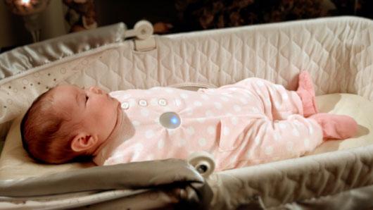 Nút áo thông minh giám sát giấc ngủ của trẻ