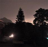 """Hiện tượng lạ, ngày """"bỗng thành"""" đêm ở thành phố Hạ Long"""