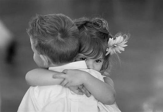 Những lý do chúng ta nên ôm nhiều hơn