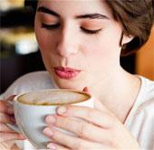 Không nên uống cà phê nóng khi bạn đang đàm phán