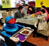 Robot phục vụ từ A tới Z trong nhà hàng Trung Quốc