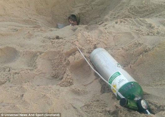"""Hố cát """"ăn thịt người"""" xuất hiện bí ẩn ở Mỹ"""