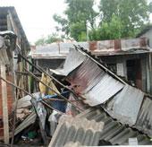 Lốc xoáy, gió giật làm tốc mái 41 căn nhà tại Lâm Đồng