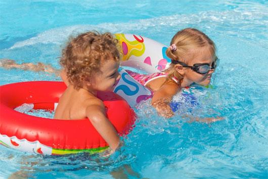 Đi bơi mùa hè dễ mắc bệnh truyền nhiễm