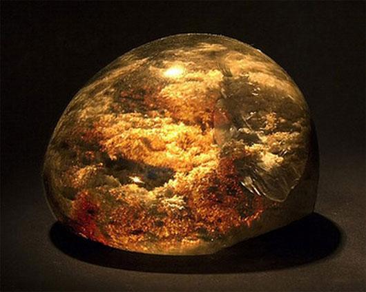 """Hòn đá phù thủy của """"nhà giả kim thuật"""" Newton"""