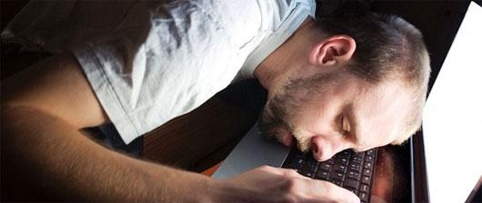 Trong khi những người ngủ sớm lại dễ... ngủ gật nếu làm việc quá lâu và căng thẳng
