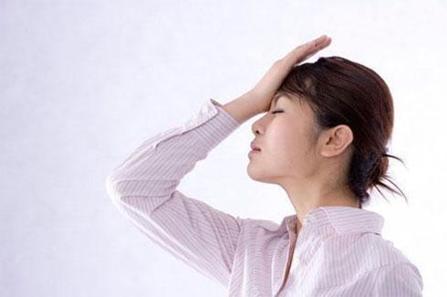 Các biểu hiện của say nắng, say nóng có thể tùy theo mức độ tăng thân nhiệt và thời gian.