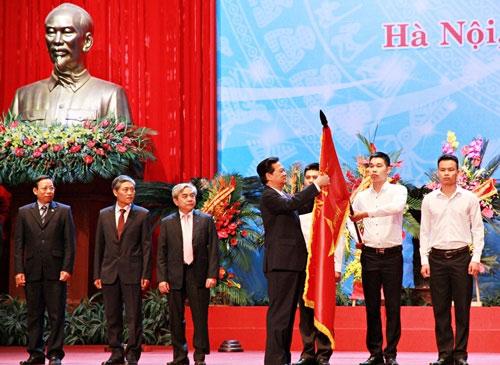 Thủ tướng Nguyễn Tấn Dũng trao Huân chương Độc lập hạng Nhất cho Bộ KH&CN