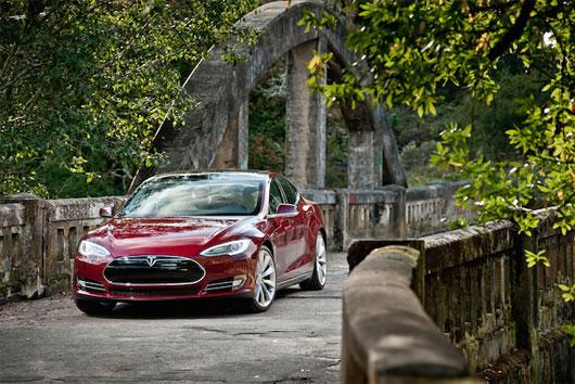 Phải làm gì khi Tesla Model S hoặc ô tô điện cạn năng lượng?