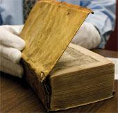 Phát hiện sách cổ được bọc bằng da người
