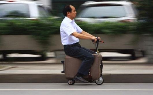 Nông dân Trung Quốc chế vali thành xe scooter