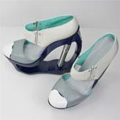 Sinh viên Anh trình làng mẫu thiết kế giày cao gót thủy lực