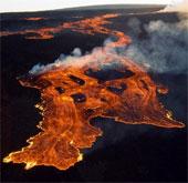 """Núi lửa lớn nhất thế giới ở Hawaii có dấu hiệu """"thức giấc"""""""
