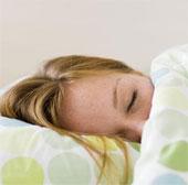 Nên tránh xa thiết bị điện tử 1 giờ trước khi ngủ