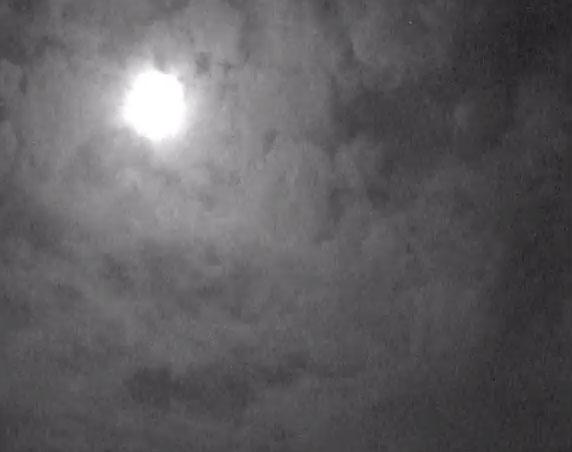 Video: Quả cầu lửa xuất hiện trên bầu trời Anh