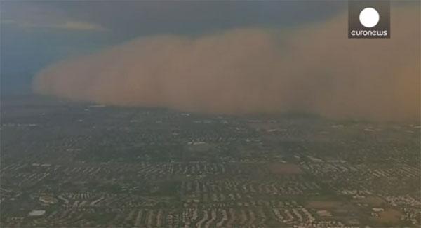 Video: Bão bụi lớn tấn công nước Mỹ