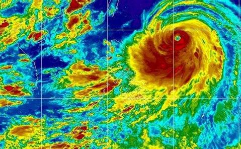 Siêu bão đầu tiên của năm 2014: Siêu bão Neoguri lồng lộn trên biển